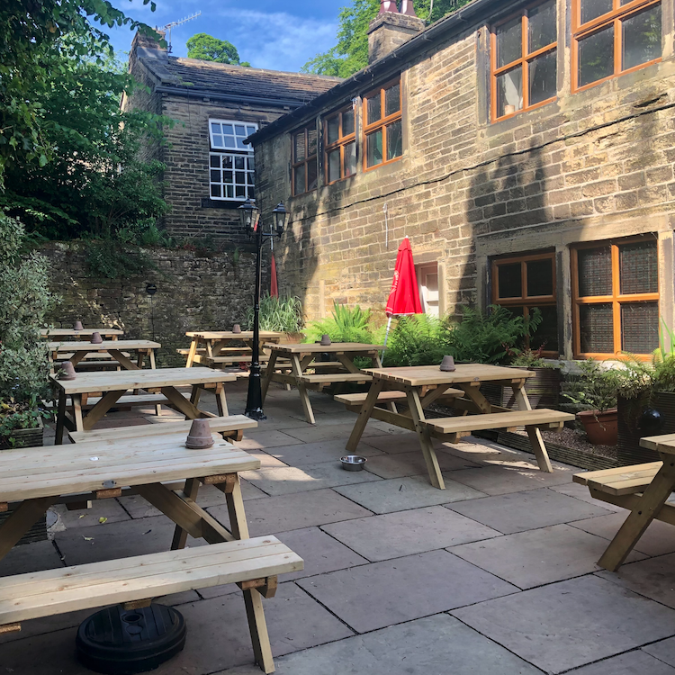 Kings Arms Courtyard - Square